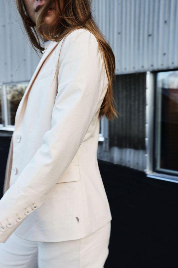 Coster Copenhagen Suit Jacket w. button details at cuffs - Creme